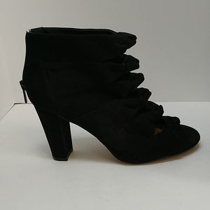 💕Cute! Torrid open toe bootie with knotted front